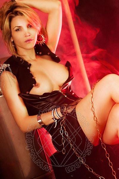 Lady Denise Oliver  COMO 3889946874